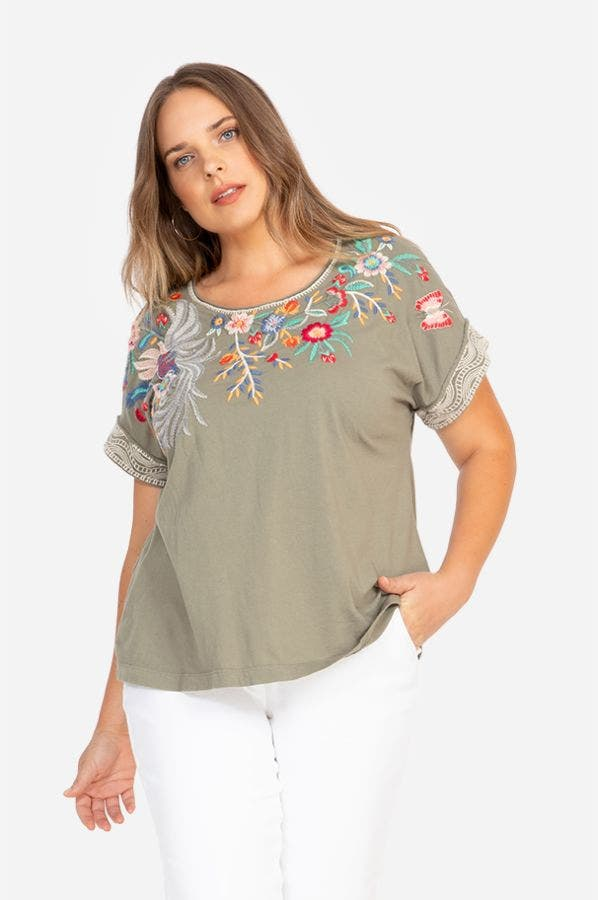 BISOUS RAW SEAM EFFORTLESS TEE-PLUS SIZE