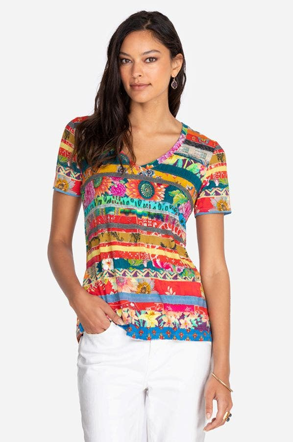 FRIENDSHIP QUILT FAVORITE S/S V-NECK TEE