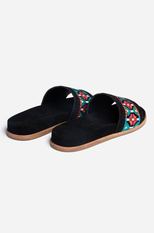 EMBROIDERED FLAT SLIDE