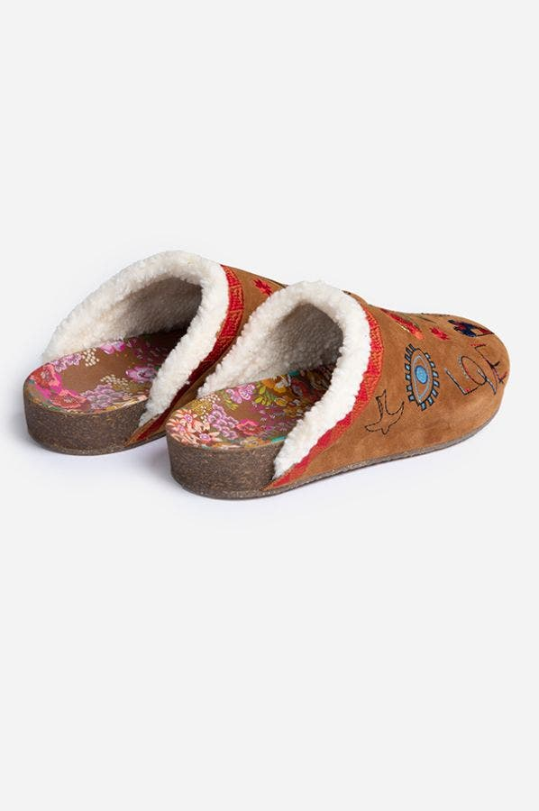 EMBROIDERED SHERPA SLIDE