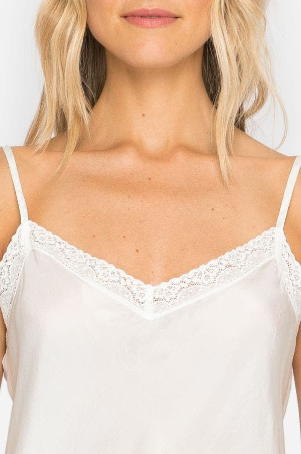 SHORT SLIP WITH LACE TRIM