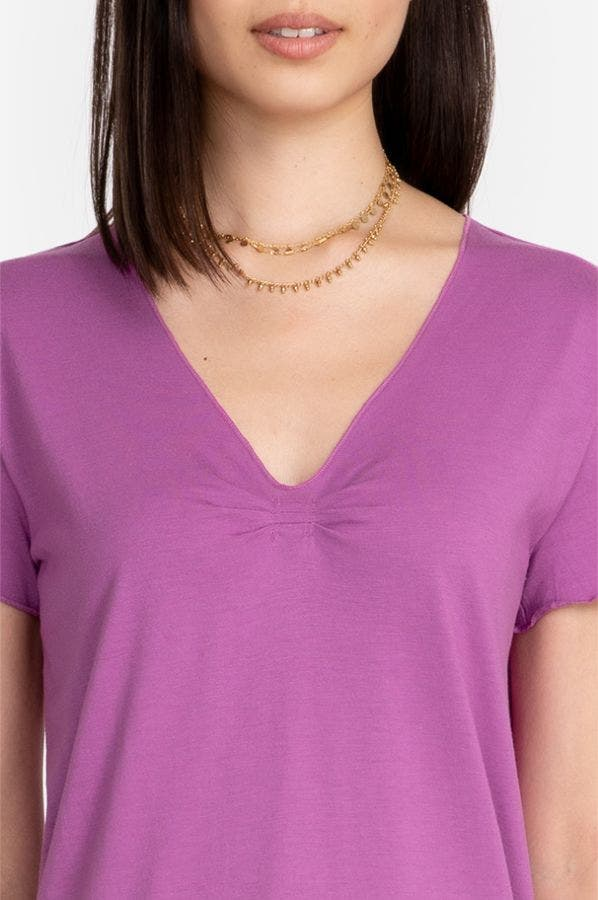 PLEATED V-NECK TEE